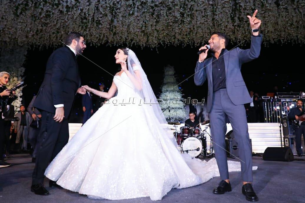 كواليس لقاء عمرو دياب وحماقي في حفل واحد