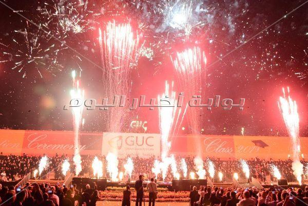 وزير الرياضة بصحبة الفنانين في حفل تخريج الجامعة الألمانية