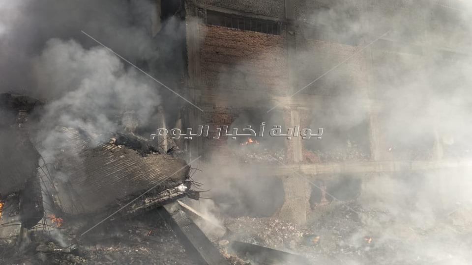 ننشر صورا من داخل «مصنع قليوب» المحترق بعد السيطرة على النيران