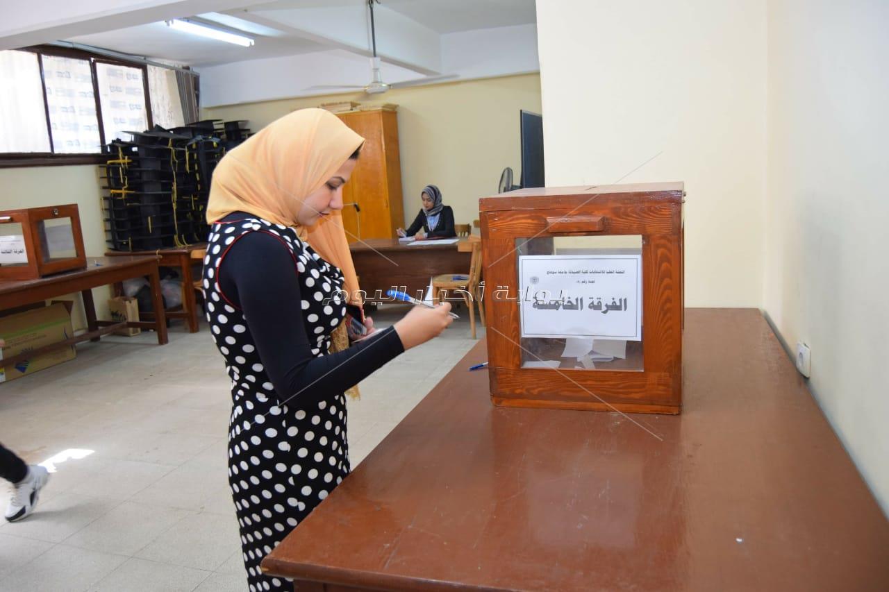 رئيس جامعة سوهاج يتابع سير الجولة الأولى لانتخابات اتحاد الطلاب