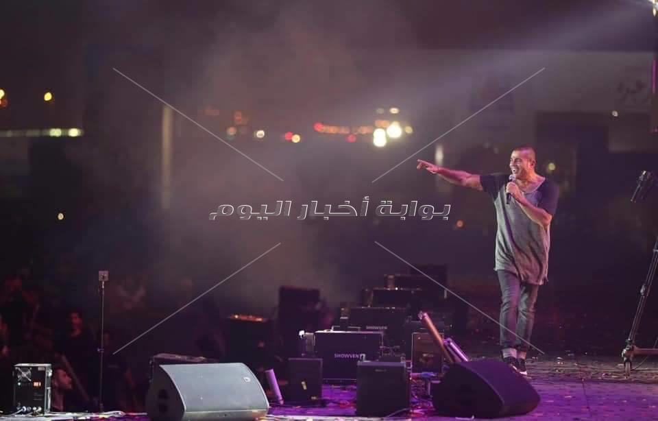 عمرو دياب يزلزل موسم الرياض والالاف يغنون معه