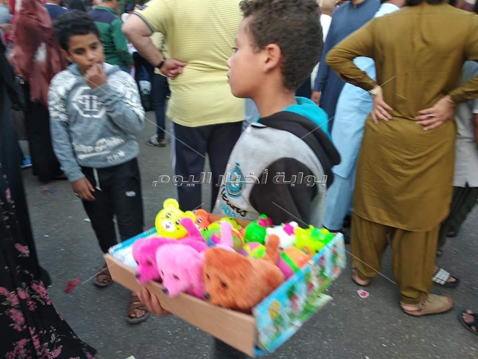 صور| أبطال ساحة الحسين تخطف الأنظار.. «بائع العرقسوس» أبرزهم
