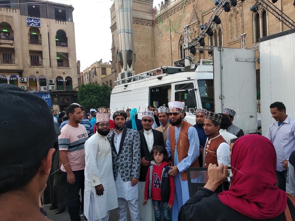صور| وفد هندي يجذب مريدي الحسين قبل احتفالات المولد النبوي