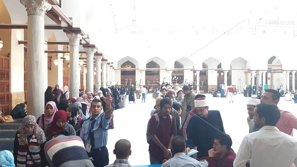 صور| الآلاف يسجلون أسمائهم للمشاركة في المجلس الحديثي بالجامع الأزهر