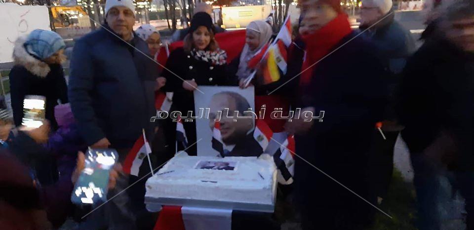 الجالية المصرية بألمانيا تحتفل بعيد ميلاد السيسي