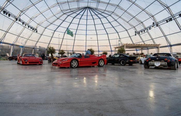 صور| ننشر قيمة السيارات بمعرض