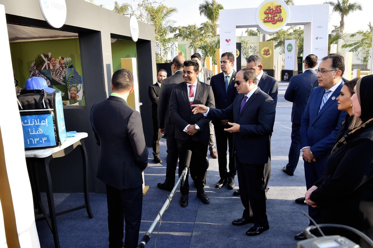 الرئيس السيسي يتفقد معرض تحيا مصر وريادة الاعمال بالعاصمة الادارية الجديدة