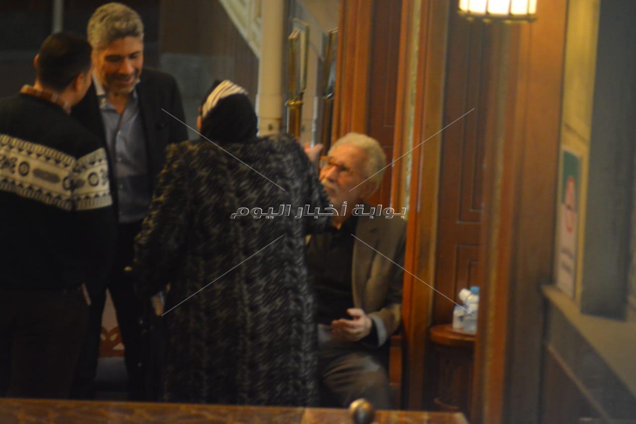نجوم الفن يواسون عبد الرحمن أبو زهرة في وفاة زوجته