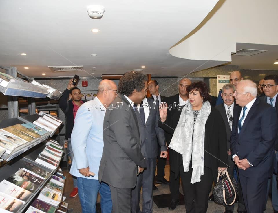 وزير الثقافة مع 350 من ادباء مصر فى بورسعيد