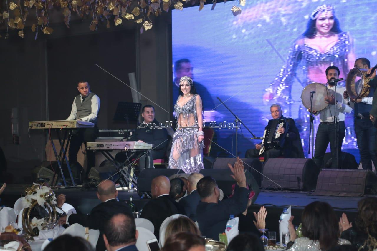 مصطفى حجاج يُغني وكوشنير ترقص بحفل ليلة رأس السنة