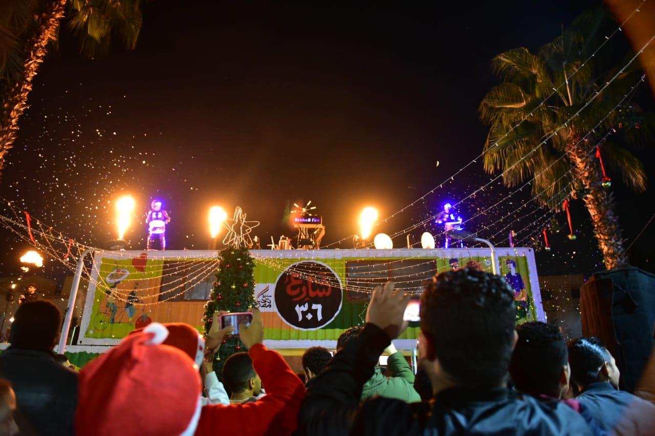 سكان الدقي وشيراتون ودمياط وطنطا يستقبلون العام الجديد في شارع 306