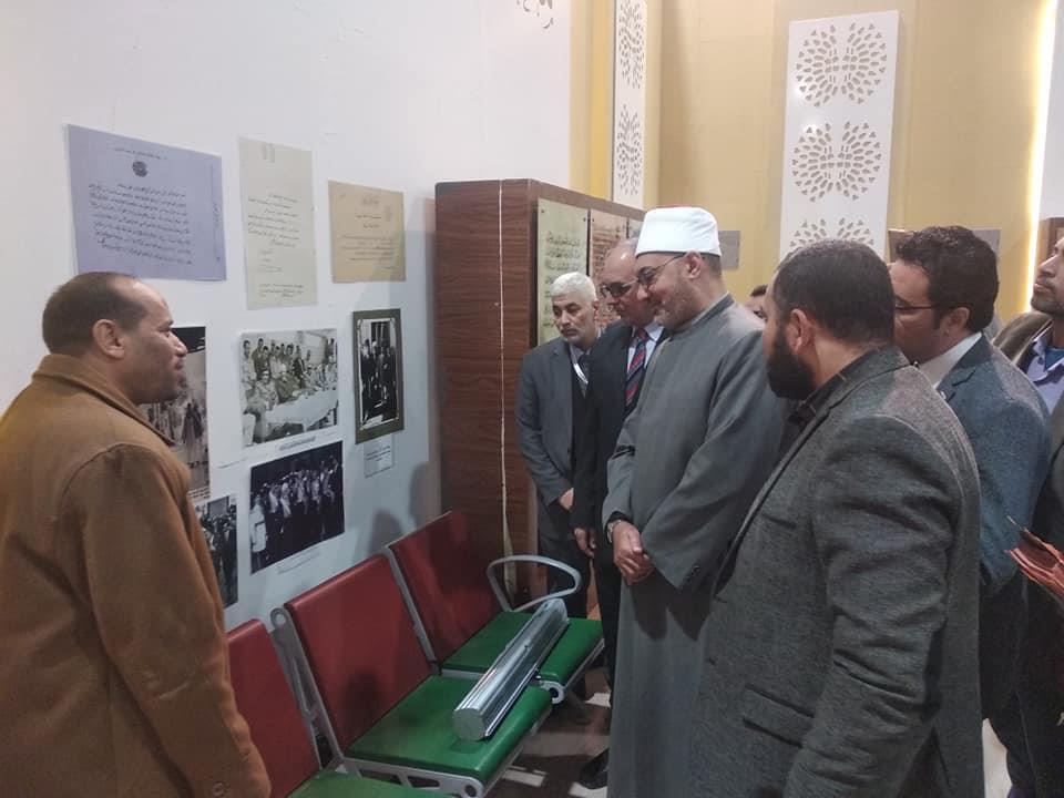 أمين البحوث الإسلامية يتعرف على تاريخ مخطوطات الأزهر بمعرض للكتاب