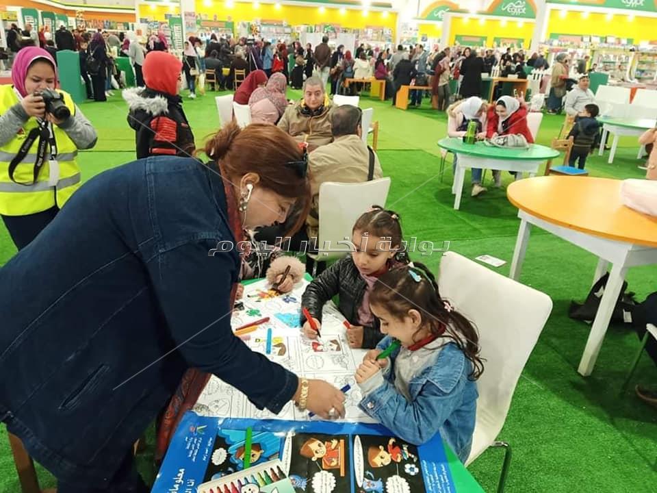 صور| ورش تفاعلية وفنية أبرز فعاليات القومي لثقافة الطفل بمعرض الكتاب