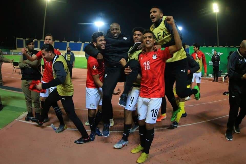 منتخب الشباب يحتفل مع الجماهير بالصعود لنصف نهائي كأس العرب