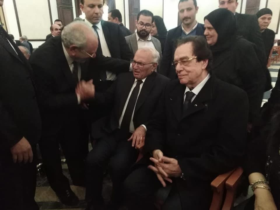 دموع شقيق تنغمر في عزاء مبارك