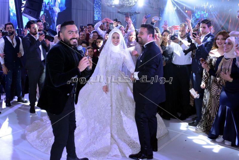 تامر حسني يُشعل زفاف «عمر ومريم»