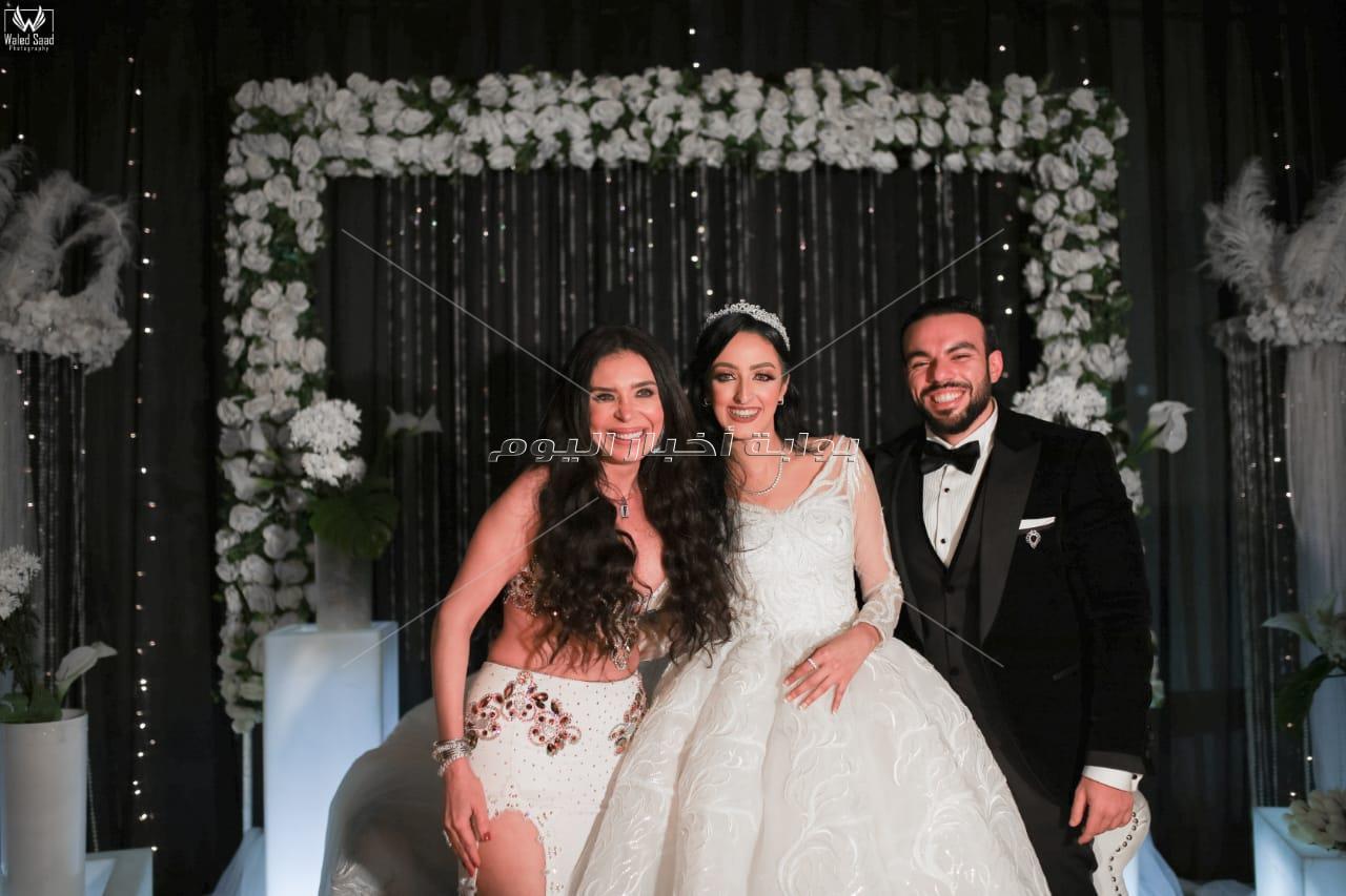 عصام كاريكا ودينا يُشعلان زفاف «رجائي وريهام»