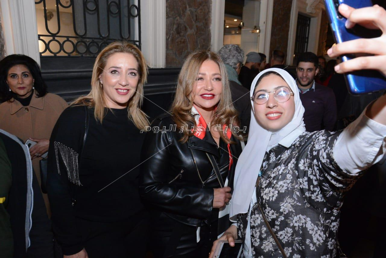 نجوم الفن والمشاهير يفتتحون معرض فاروق حسني