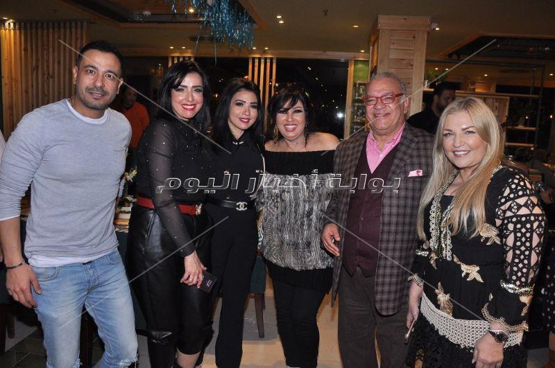 نجوم الفن يشاركون أشرف زكي افتتاح مطعمه
