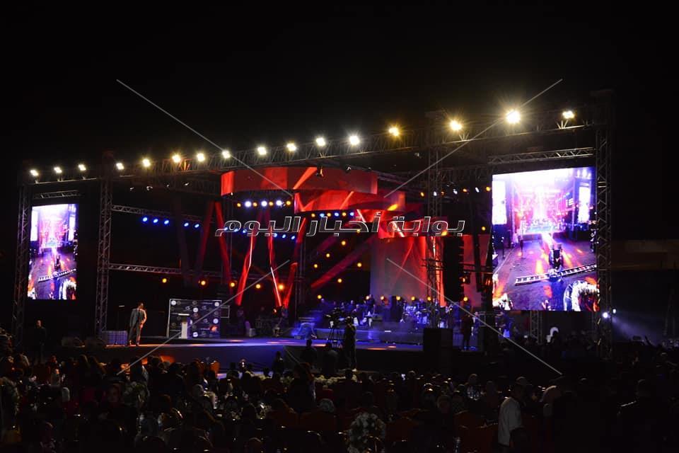 مدحت صالح وحمادة هلال يُشعلان حفلهما بالإسكندرية