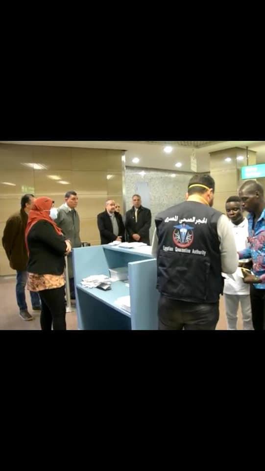 وزير الطيران يتابع تطبيق الإجراءات الوقائية بمطار القاهرة الدولى