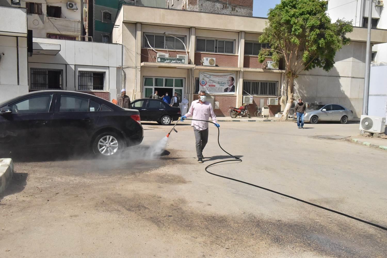 بالتعاون مع الجيش محافظ أسيوط يقود حملة لتعقيم وتطهير