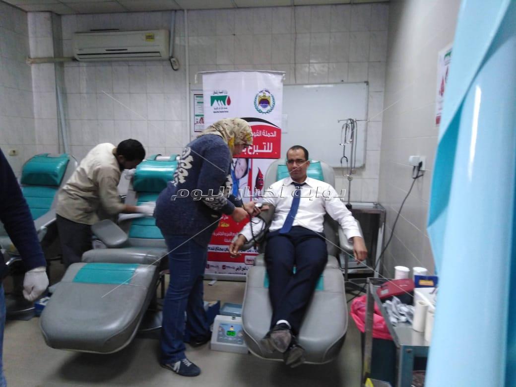 أبطال مركز نقل الدم بأسيوط يخوضون معركة للحفاظ على حياة المرضى