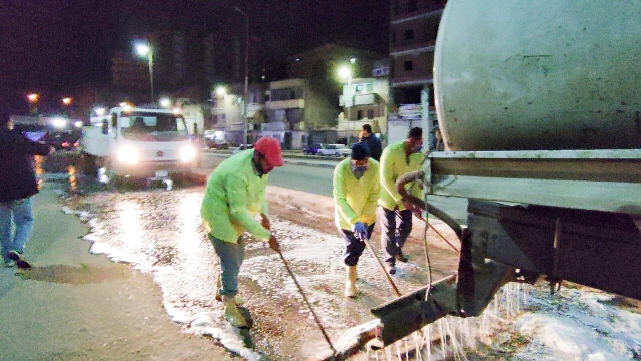 عمال النظافة أبطال  حملات النظافة والتعقيم ضد فيروس كورونا