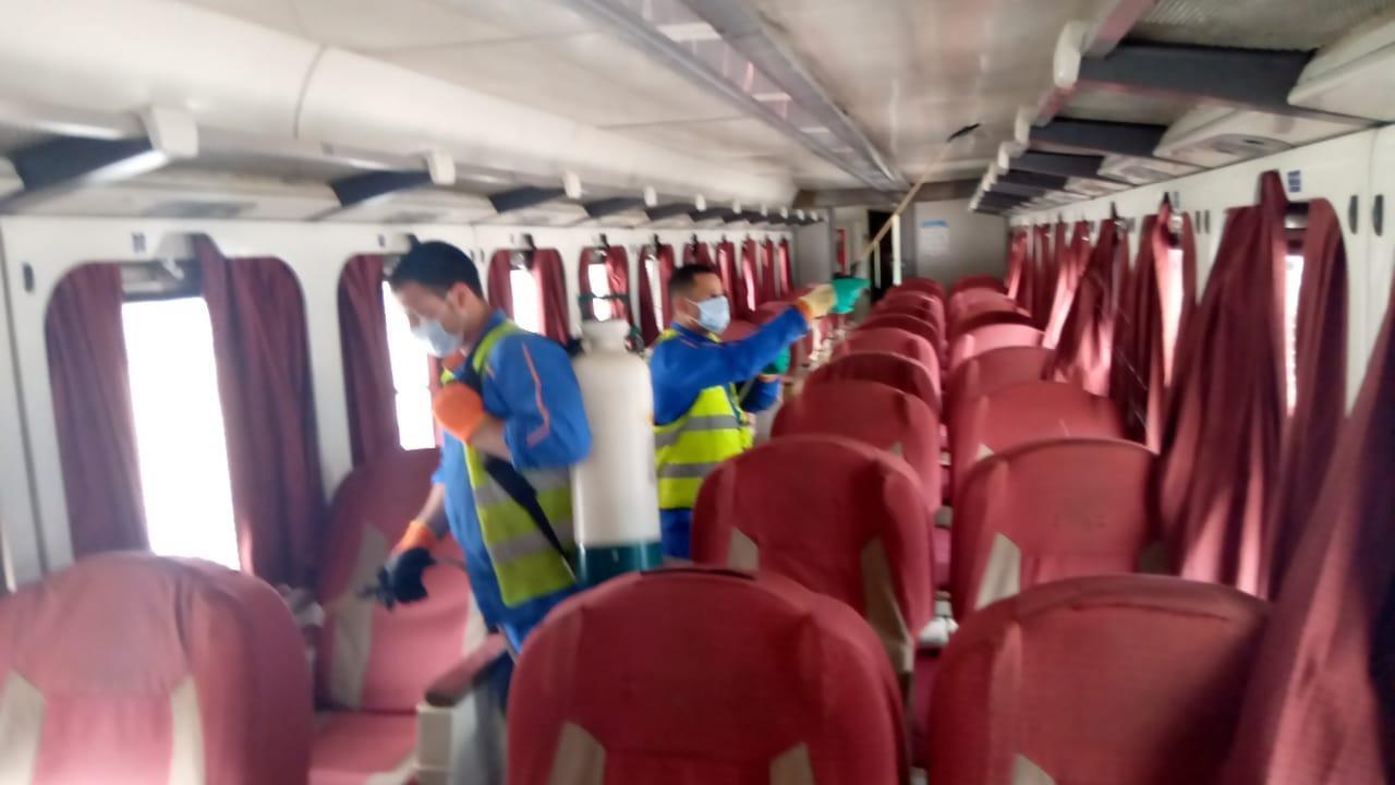 السكة الحديد تواصل تعقيم القطارات قبل عيد الفطر
