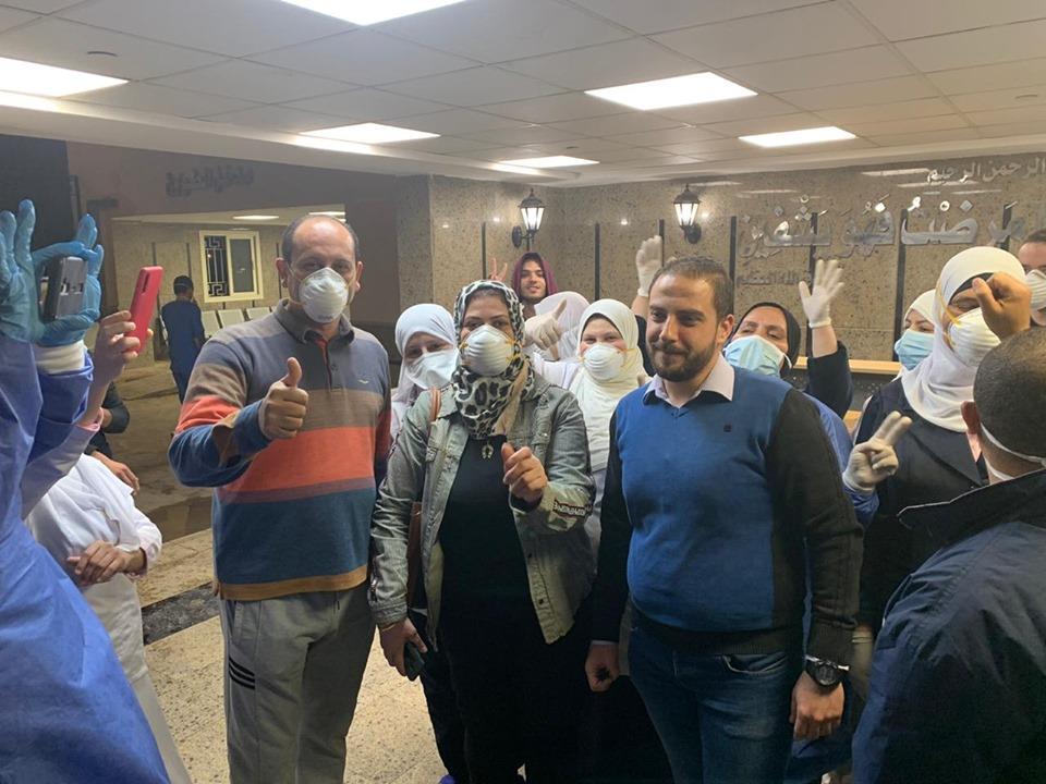 بشهادات تقدير وهدايا عينية.. الرئيس السيسي يمسح دموع أسر شهداء الشرطة