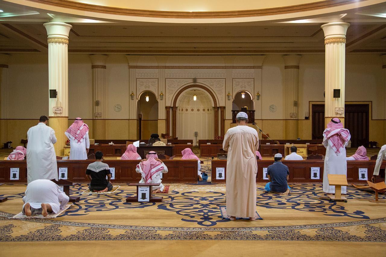 90 ألف مسجد وجامع بالمملكة تفتح أبوابها فجر اليوم وسط وعي من مرتاديها لتطبيق للإجراءات الاحترازية