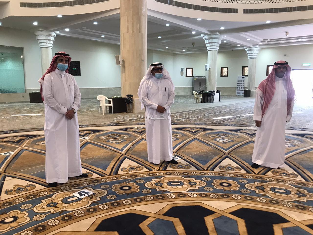 صور| محافظ الحريق بالسعودية يتجول بجامع الملك عبدالعزيز في أول يوم من افتتاحه للمصلين
