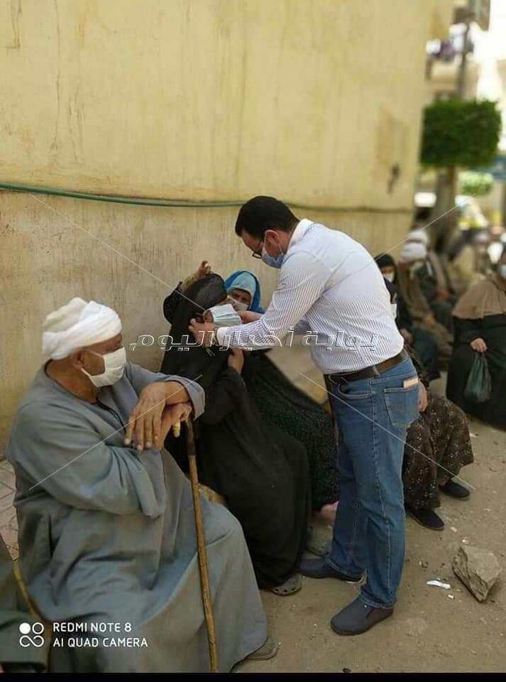 شباب مدينة الابراهيمية بالشرقية يطهرون الشوارع ويوزعون الكمامات على الأهالى