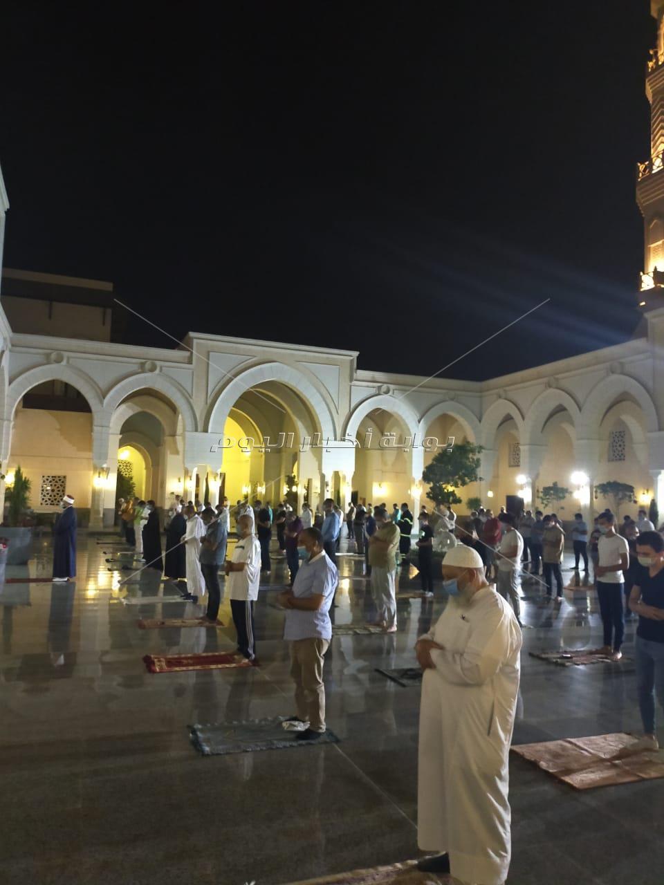 روحانيات وخشوع.. أجواء صلاتي المغرب والعشاء في مدينتي