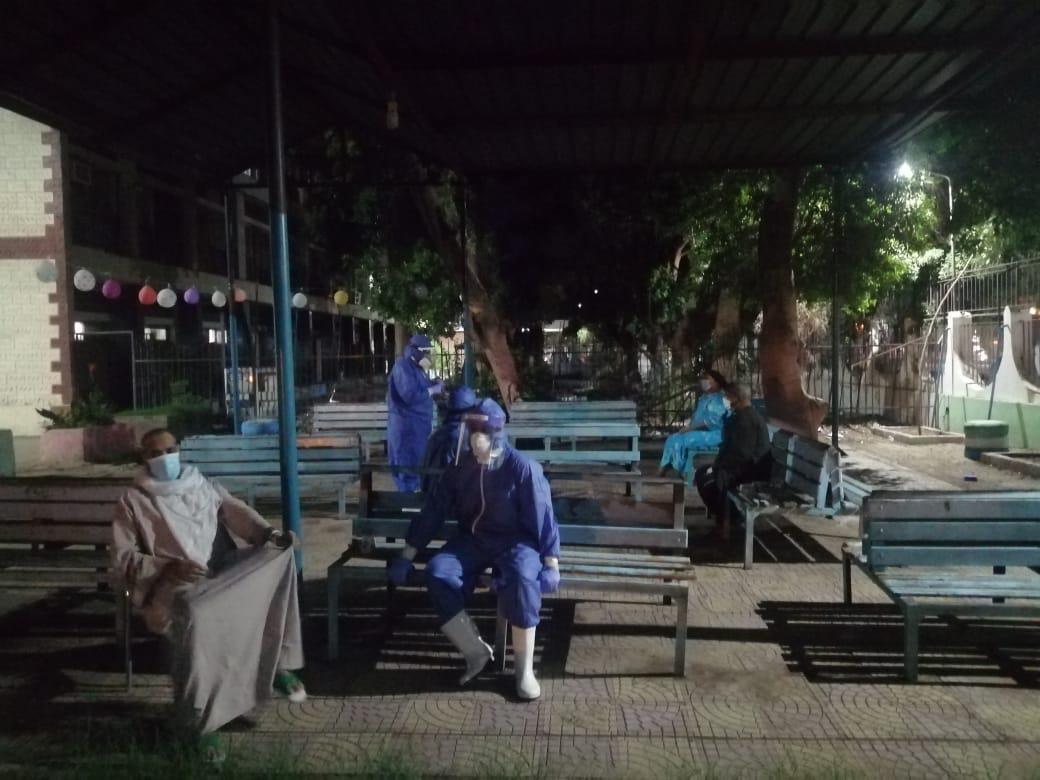 مستشفى قنا العام يستعين بأطباء نفسيين لرفع الروح المعنوية لمصابى كورونا