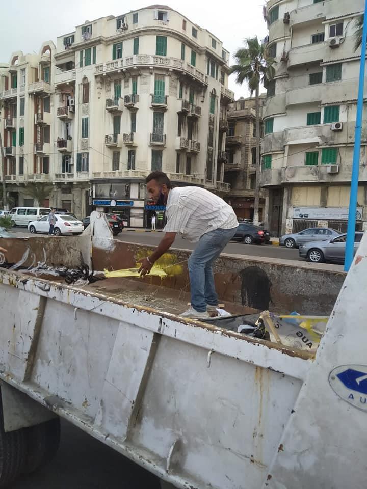 التحفظ على 7 طائرات الورقية بكورنيش الإسكندرية