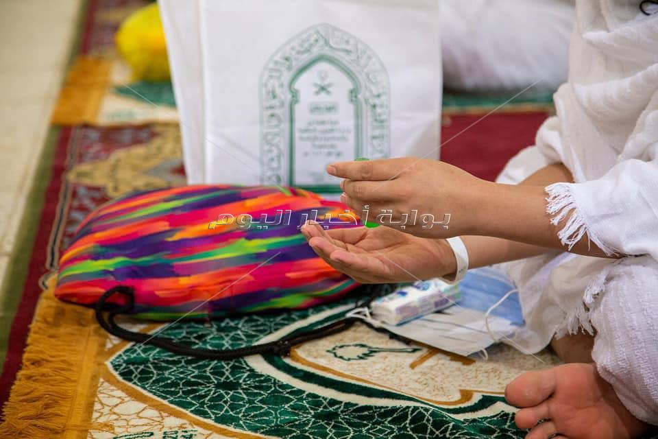 صور| اكتمال وصول الحجاج إلى مسجد نمرة بمشعر عرفات لأداء ركن الحج الأعظم وسط خدمات الشؤون الإسلامية