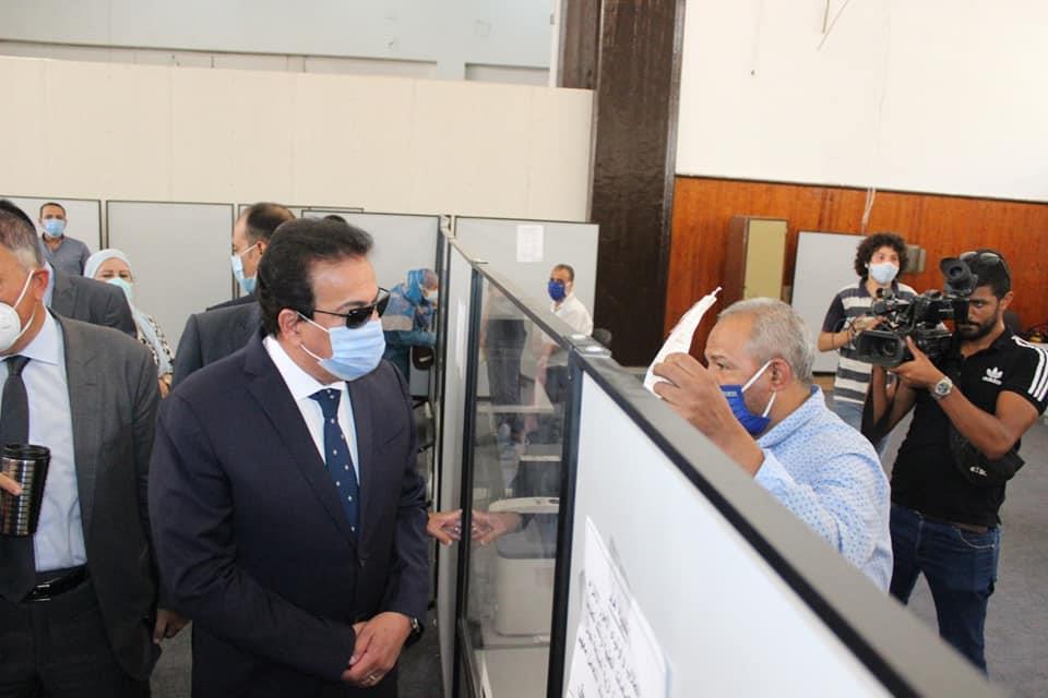 وزير التعليم العالي ورئيس جامعة عين شمس يتفقدا معمل التنسيق المركزى بجامعة عين شمس