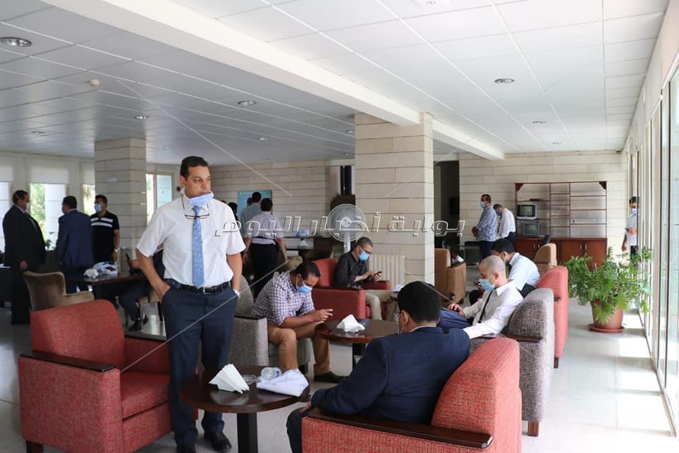 كوادر طبية من أساتذة كليات الطب المصرية تصل مقر