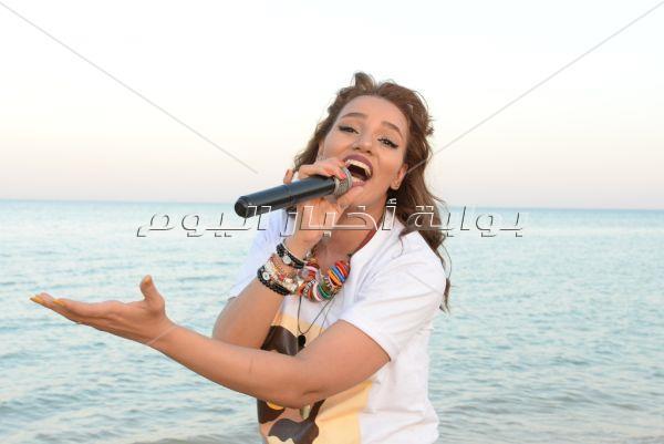 سمية الدرويش تُشعل حفلها على البحر في «السخنة»