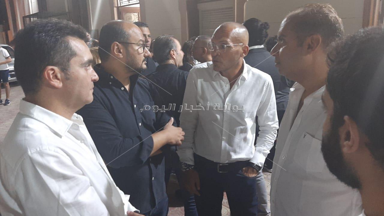 الحزن والأسى يظهران في عزاء مدير أعمال نيكول سابا