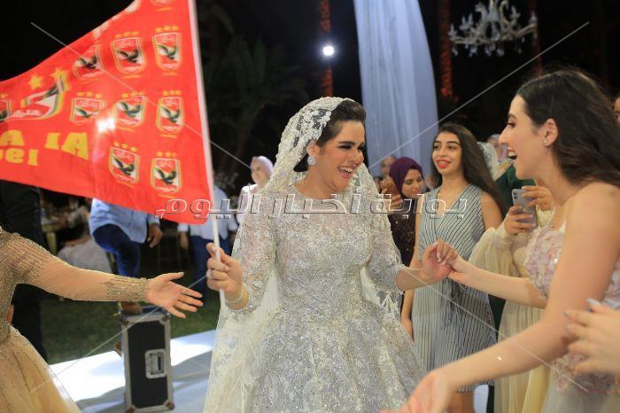 سعد الصغير يُشعل زفاف «كريم وتسنيم» بأعلام الأهلي والشماريخ