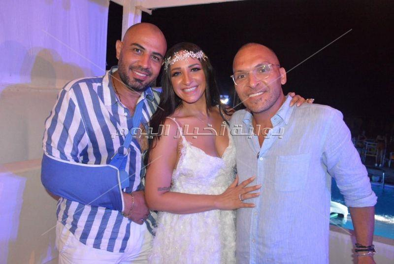 تامر حسني والعسيلي يُشعلان زفاف ياسر الحريري في «الساحل»