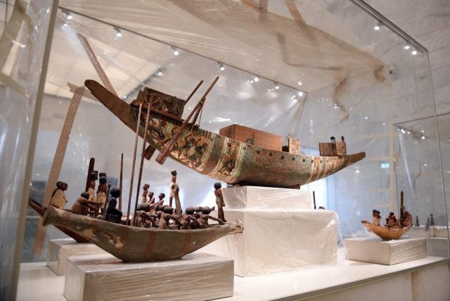 القطع الأثرية الخاصة بمتحف الحضارة المصرية