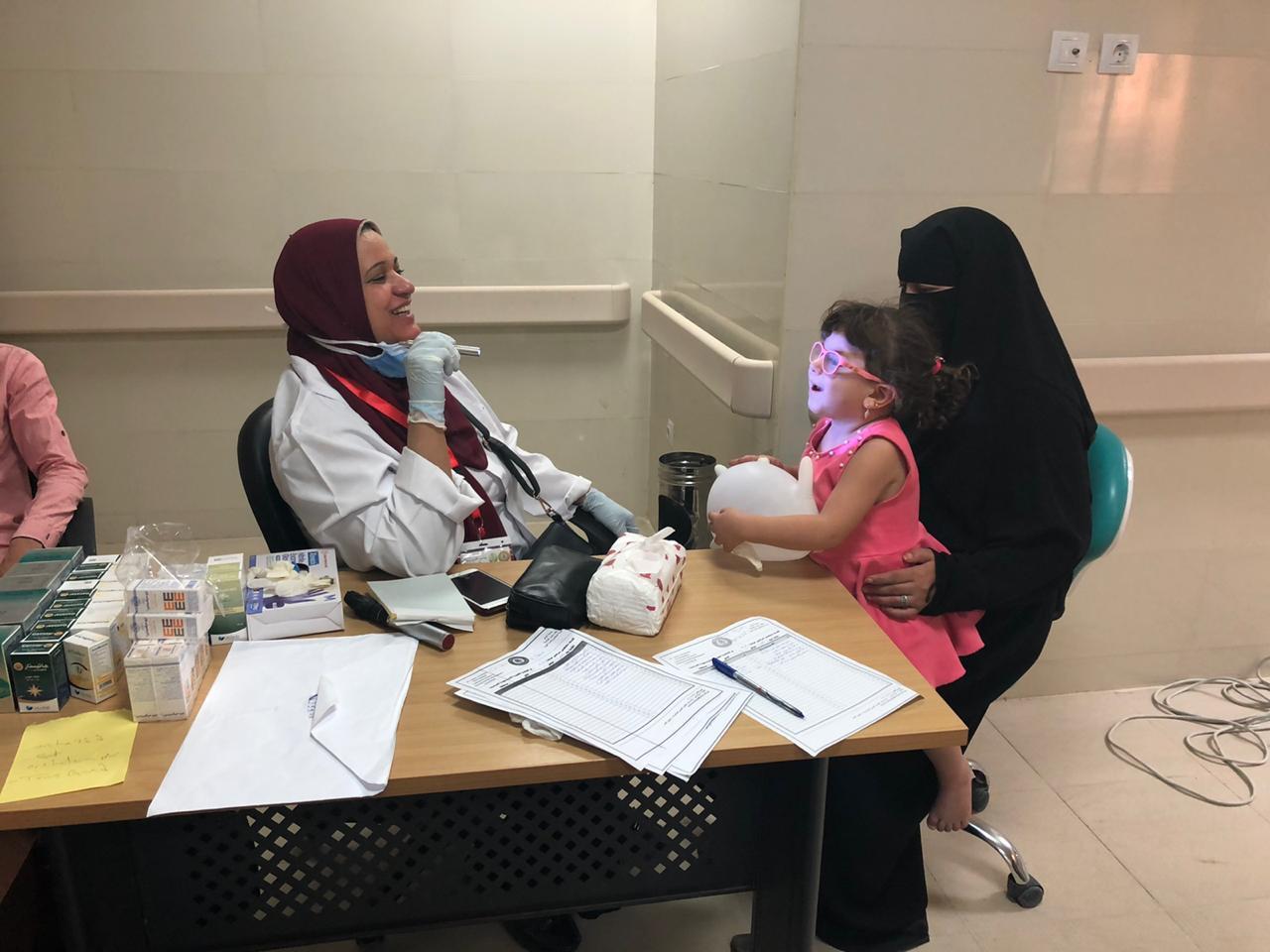 قافلة الأزهر الطبية بسيناء توقع الكشف الطبي على 1500 مريض وتوزع بطاطين ومواد غذائية على 500 أسرة