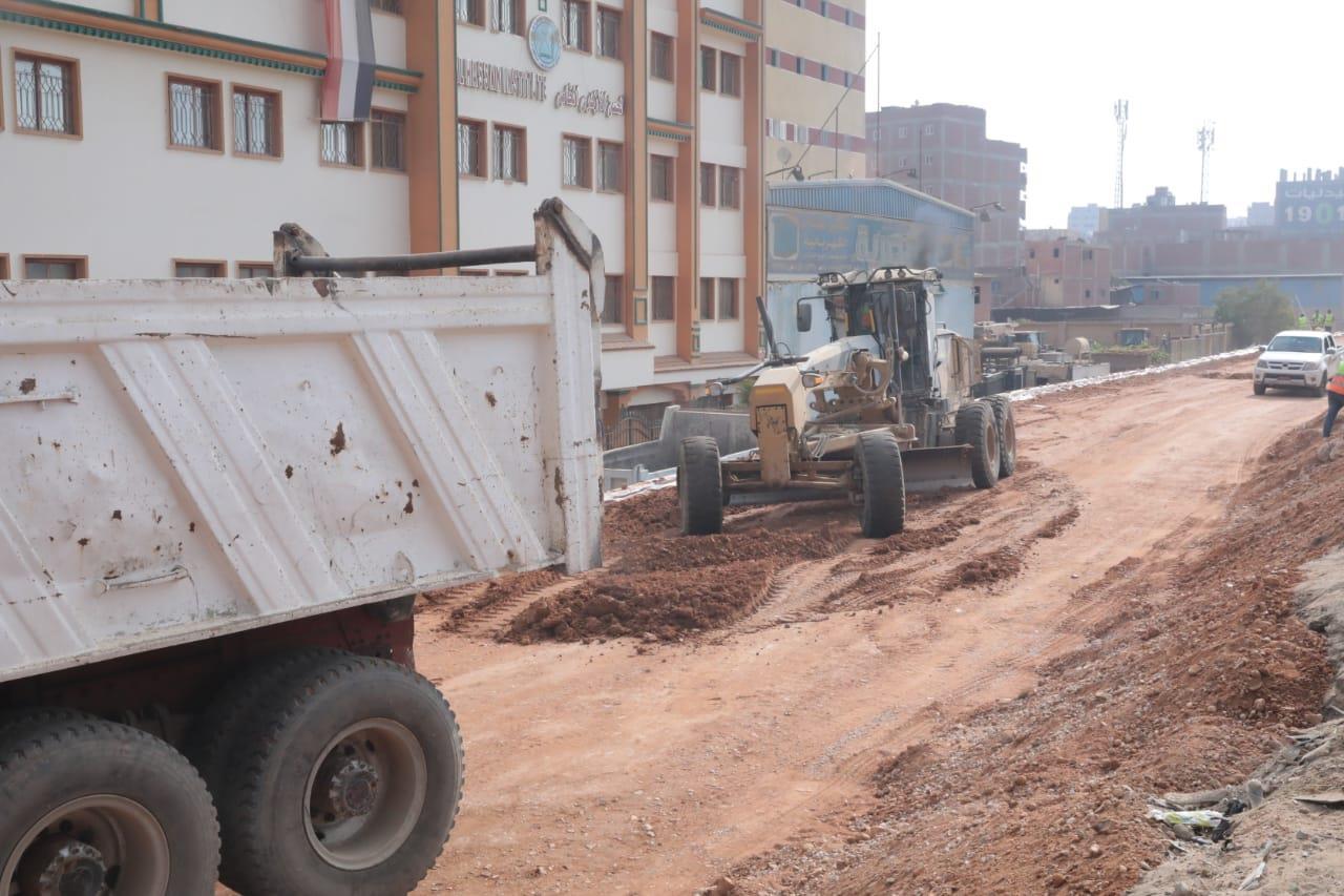 وزير النقل يتابع معدلات تطوير الطريق الدائرى