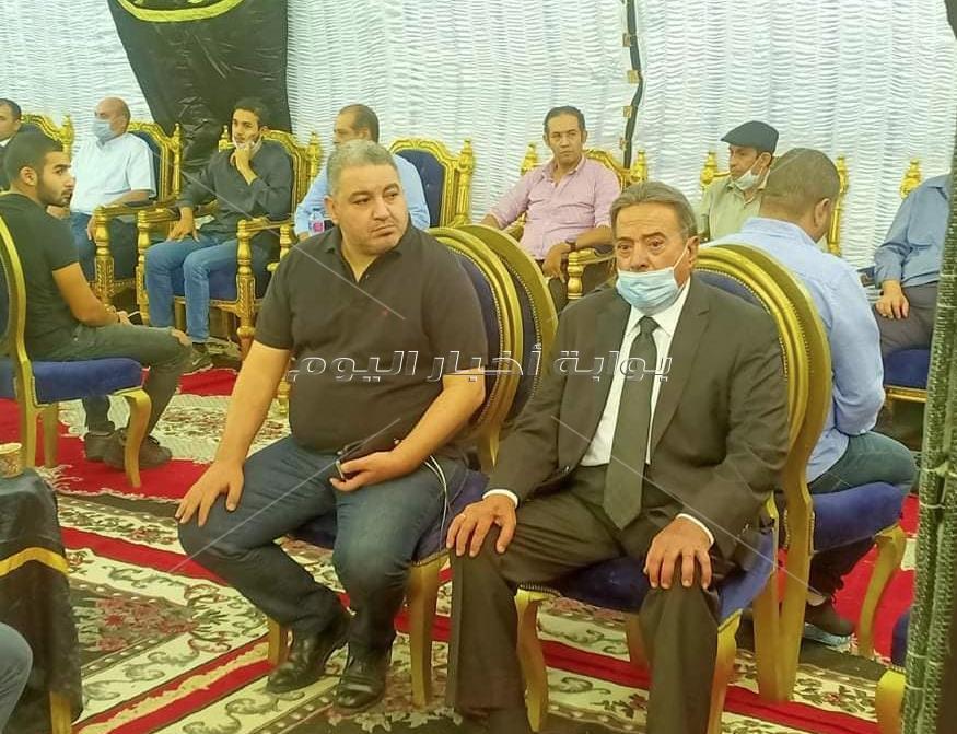 يوسف شعبان يقدم واجب العزاء لأسرة الراحل محمود ياسين بالشيخ زايد