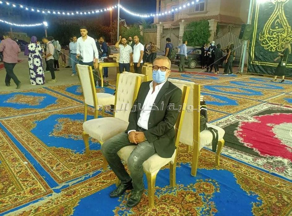 وصول الفنان شريف مني  الي عزاء الراحل محمود ياسين بالشيخ زايد