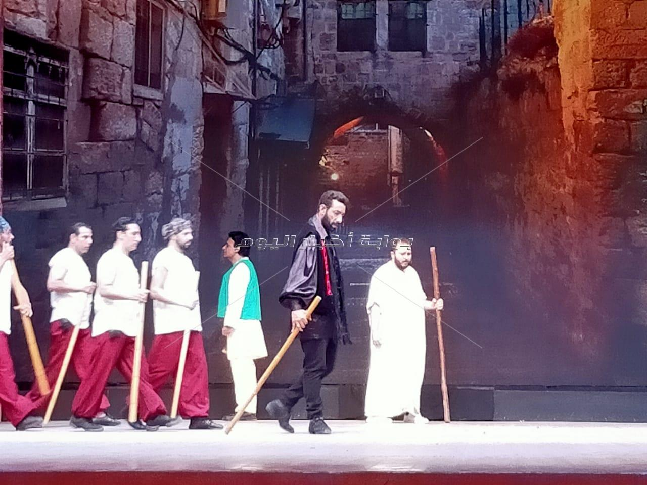 «بيت الفنون» ينتهي من تصوير  مسرحية «السلطنية»