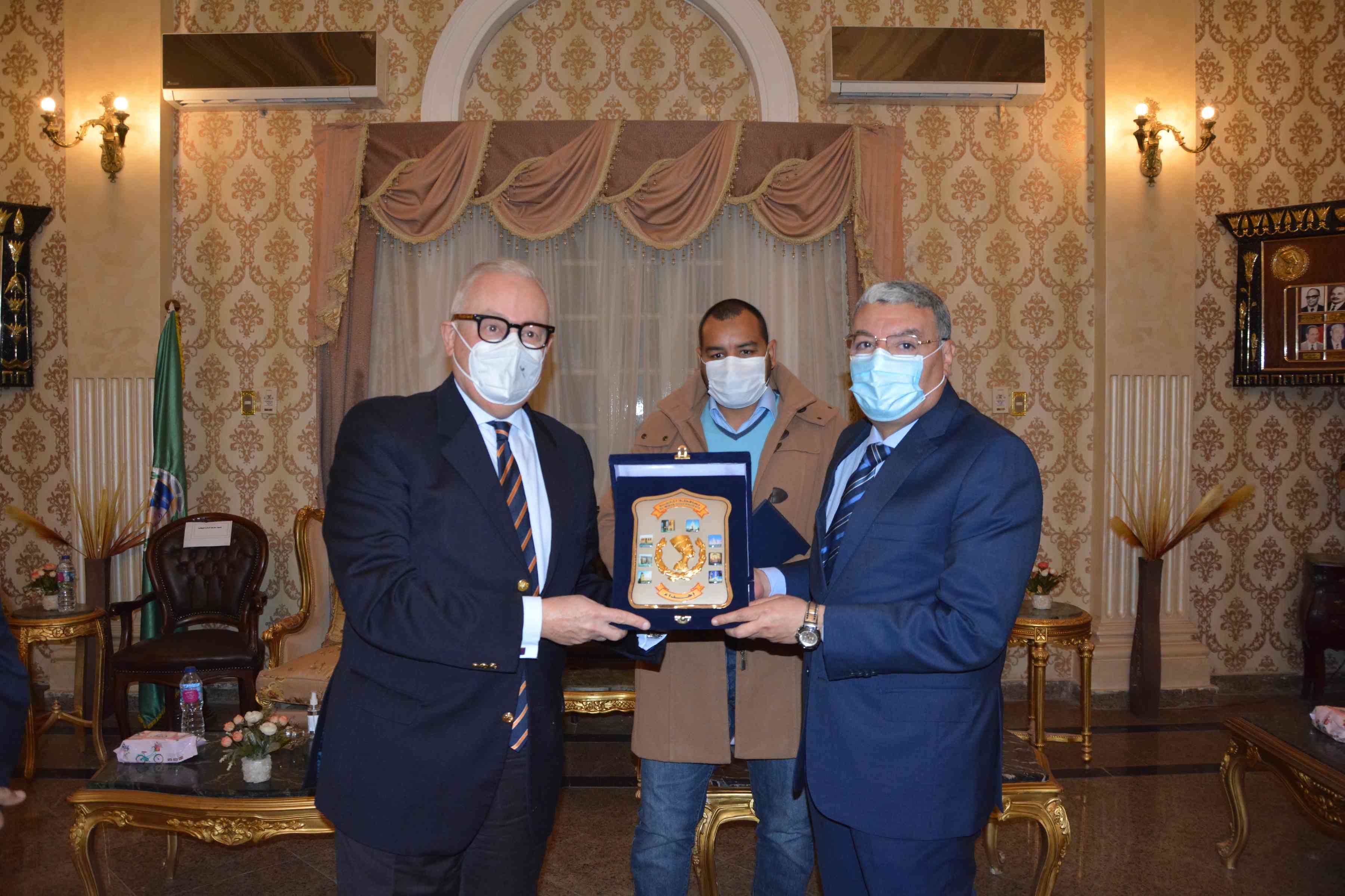 محافظ المنيا يستقبل السفير الإيطالي لتعزيز فرص التعاون والشراكة